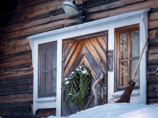 cabin-in-the-winter