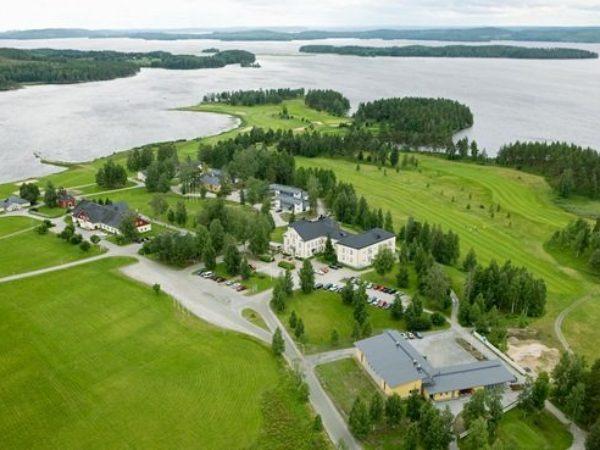 Hyvärilä-nuoriso-ja-matkailukeskus-ilmakuva-hotelli-leirintäalue-matkailukeskus-Nurmeksessa