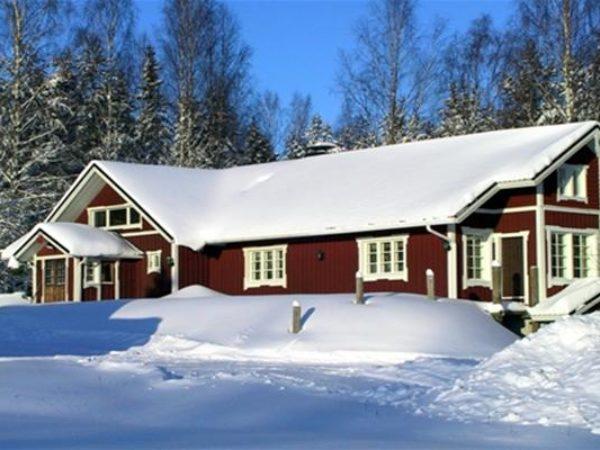 Männikkölän-Pirtti-pihamökki-majatalo-Nurmeksessa