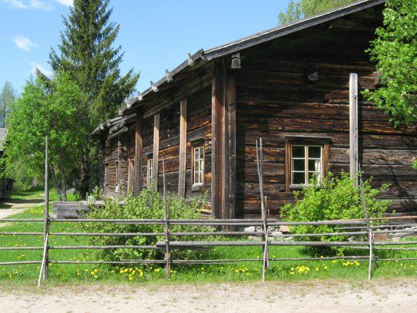 Pielisen-museo-lieksassa-hirsitalo