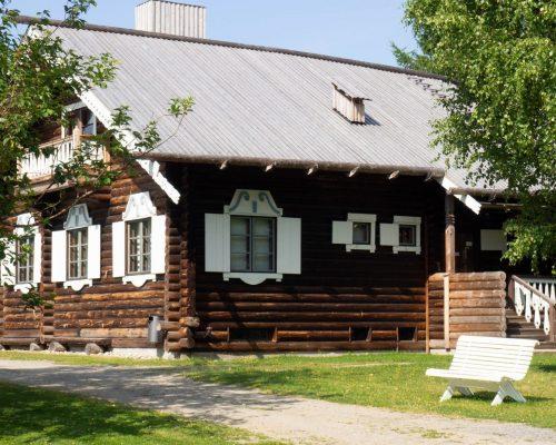 https://www.visitkarelia.fi/files/vk-anne-hukkanen-runonlaulajanpirtti-jpg-e1619690034851.jpg