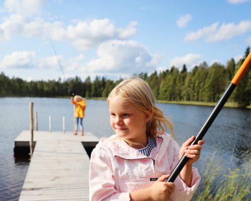 https://www.visitkarelia.fi/files/vk-harri-tarvainen-childrenfishing-jpg-1-e1621320958518.jpg