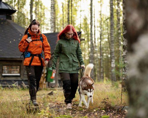 https://www.visitkarelia.fi/files/vk-harri-tarvainen-hikers-dog2-jpg.jpg