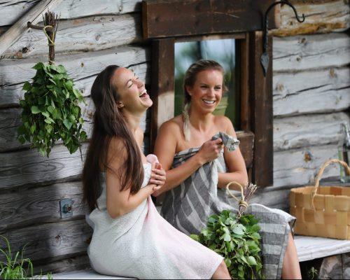 https://www.visitkarelia.fi/files/vk-harri-tarvainen-saunabathers2-jpg-e1622453553622.jpg