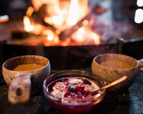 https://www.visitkarelia.fi/files/vk-mollie-bylett-campfire5-jpg.jpg