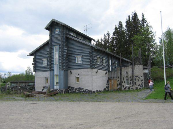 vk-Taistelijan talo-sotahistorialline-museo-ilomantsissa-hattuvaarassa