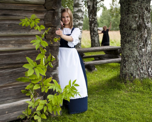 https://www.visitkarelia.fi/files/vk-topi-ylamononen-parppeinvaara-girl2-jpg.jpg